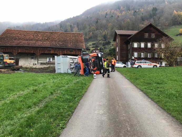 Lastwagen umgekippt