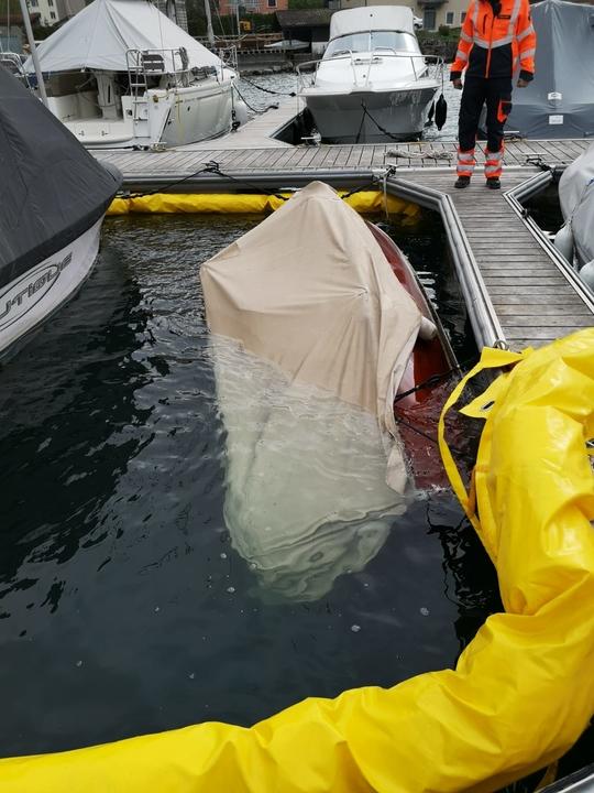 Gekentertes Boot mit Seesperre