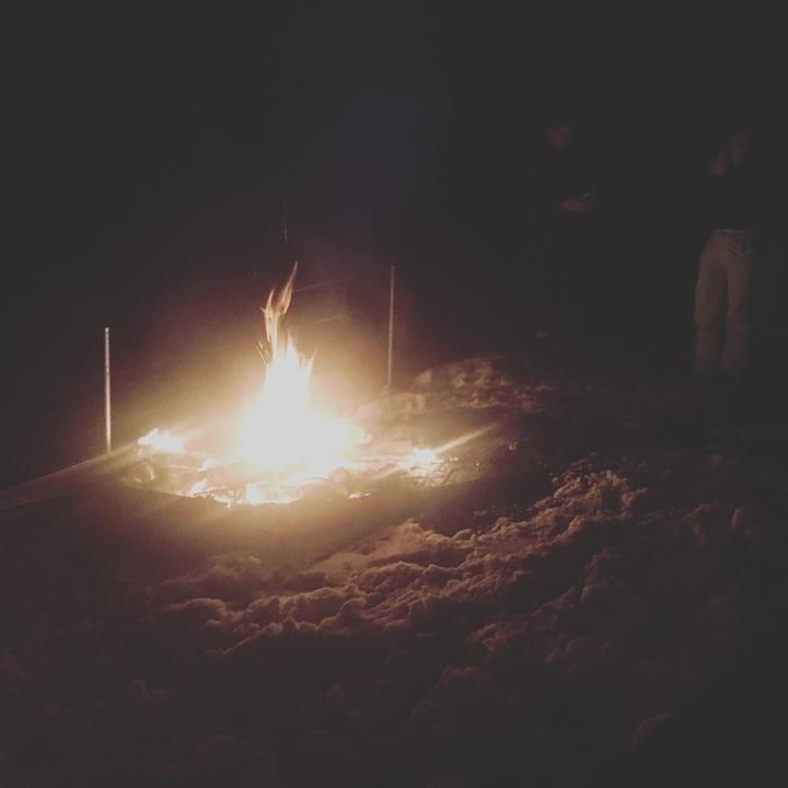 Feuer vor Haus